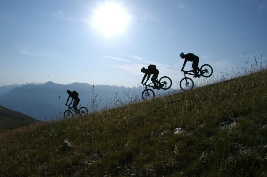 Mountainbiking im Sonnenaufgang