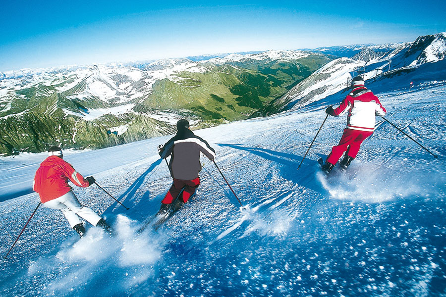 Skifahren im Frühling am Hintertuxer Gletscher